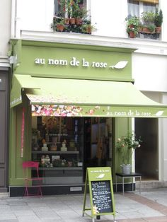 One of my sister's favorite flower shops in Paris. Darling. Perfect. So French!
