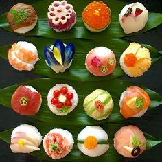 * ひな祭り🎎2016 2段目真ん中おひな様イメージだったけど もっとアップじゃないとみえないし 何気に離れてるな(´∀`;) 後から考えたら 偶数じゃなくて奇数列にするべきだった💦 あら、えびの飾り忘れてるわ😅 そして下段右2がモンスターボールな件(笑)… Sushi Pop, Sushi Burger, Sushi Sushi, Temari Sushi, Japanese Food Sushi, Sushi Cake, Sashimi, Valentines Day Food, Cute Food