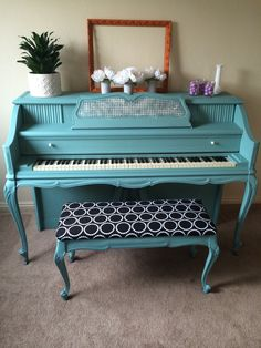 THIS IS THE ONE! Finally found one that has my heart! It's just what I was looking for, in the color I was imagining and it's a Kimball pretty similar to the one we just got! Annie Sloan chalk paint Provence. 60s Kimball piano. I lived how this turned out!