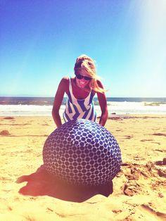 Who needs a gym in the summer? #myball #exerciseballcover #exerciseball #onehundreddifferentkindsoffun  www.myball.co
