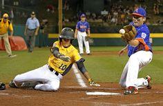 Ryan Oden anotó en un un lanzamiento durante la segunda entrada de un partido de béisbol en la Serie Mundial de Pequeñas Ligas en South Williamsport . Los Tennessee ganaron 8-4.