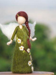 Needle felted doll waldorf inspired - An apple tree fairy---I love Waldorf crafts Waldorf Crafts, Waldorf Dolls, Wet Felting, Needle Felting, Diy Laine, Felt Angel, Felt Fairy, Nature Table, Noel Christmas