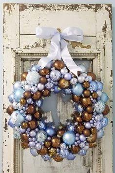 18 Breathtaking Christmas Door Wreaths
