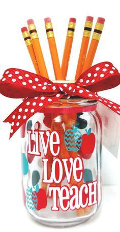 Mason Jar Crafts – How To Chalk Paint Your Mason Jars - Unfurth Mason Jar Projects, Mason Jar Crafts, Diy Projects, Project Ideas, Crafts For Teens To Make, Crafts To Sell, Diy And Crafts, Xmas Crafts, Spring Crafts