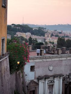 Sunset sky in Trastevere, Rome Travel Around The World, Around The Worlds, Sunset Sky, Paris Skyline, Rome, Mansions, House Styles, Amazing, Travelling