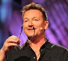 Bono discutió con Steve Jobs por los paréntesis de la iniciativa (Product) RED