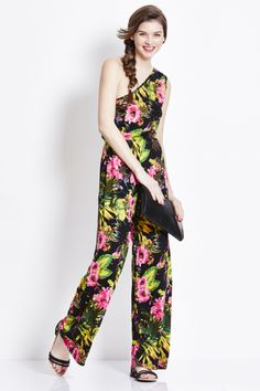 Check out our great value range of women's clothing at George at ASDA including dresses, lingerie, swimwear, jewellery and other accessories. Holiday Clothes, Holiday Outfits, Summer Outfits, Holiday Style, Holiday Fashion, Fashion Competition, Asda, Summer Wear, Summer Wardrobe