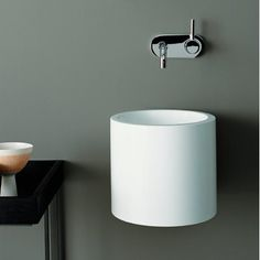 Lavabo rond suspendu Collection Wt by ALAPE Wall Mounted Basins, Wall Mounted Bathroom Sinks, Bathroom Basin, Bathroom Fixtures, Small Bathroom, Bathrooms, Family Bathroom, Modern Bathroom, Bathroom Ideas