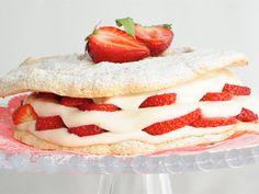 Una receta dulce con la que sorprenderemos seguro a nuestros invitados: Tarta de merengue y fresas. http://www.canalcocina.es/receta/tarta-de-merengue-y-fresas  En El toque de Samantha