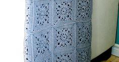Et oui, je l'ai enfin terminer ma couverture !! Après 6 balles de laines (géantes),200 carrés etje ne sais plus comment d'heures ...