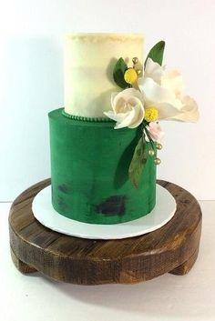 Green and cream modern wedding cake #greenweddingcake Simples y Románticos Pasteles para Bodas 17