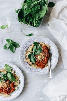 Vegan Lentil Bolognese is the perfect weeknight meal, as it's quick and easy to make and full of flavor. Healthy Pasta Recipes, Healthy Pastas, Delicious Vegan Recipes, Raw Food Recipes, Beef Recipes, Veggie Recipes, Healthy Food, Dinner Recipes, Gourmet