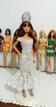 Vestidos sencillos en crochet para Barbie