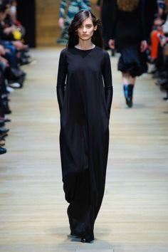 Défilé Guy Laroche automne hiver 2014-15 : On est subjugués par la coupe de cette robe noire #PinPFW