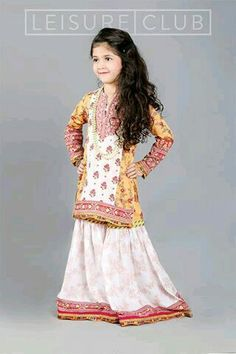 Are you looking for the best wedding sharara dress for your little girl? Here are the new styles of baby girls sharara dress designs 2019 for wedding. Pakistani Designer Clothes, Pakistani Dress Design, Pakistani Dresses, Designer Dresses, Indian Dresses, Kids Party Wear, Kids Wear, Little Fashionista, Dresses Kids Girl
