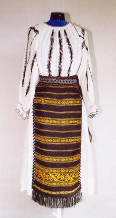 haute couture Romania, luxury folk costume Women's costume from county of Vâlcea