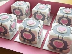 Om nom nom on a little Companion Cube. Mini Companion Cube Cakes by Cloudy Cakes (via Cake Wrecks) Valentine Cake, Be My Valentine, Mini Cakes, Cupcake Cakes, Fancy Cakes, Portal Cake, Portal 2, Companion Cube, Cake Wrecks