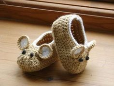 Little Fieldmouse Baby Shoes. Gotta find a baby to make these for now. Crochet Pattern (PDF file) Little Fieldmouse Baby Shoes. via Etsy. Little Fieldmouse Baby Shoes super cute x : Cant believe Im even considering this pattern, knowing how I feel about m Crochet Crafts, Yarn Crafts, Crochet Projects, Knit Crochet, Crochet Mouse, Crochet Granny, Crochet Doilies, Diy Crafts, Baby Patterns