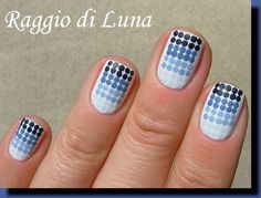 Raggio di Luna Nails: Blue gradient dots manicure