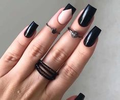 Semi-permanent varnish, false nails, patches: which manicure to choose? - My Nails Goth Nails, Edgy Nails, Grunge Nails, Oval Nails, Stylish Nails, Trendy Nails, Pink Nails, Halloween Acrylic Nails, Fall Acrylic Nails