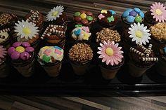 Kleine Kuchen im Waffelbecher 1
