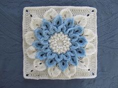 Free Flower Square Pattern: http://www.ravelry.com/patterns/library/the-crocodile-flower ♡ Teresa Restegui http://www.pinterest.com/teretegui/ ♡