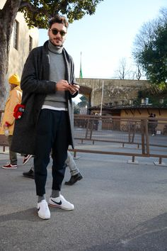 mens fashion that looks great 30366 Urban Fashion, Mens Fashion, Fashion Tips, Fashion Trends, Mens Autumn Fashion, Fashion Wear, Socks Outfit, Look Man, Neue Outfits