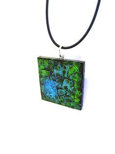 Resin Jewelry, Handmade Jewelry, Handmade Items, Jewellery, Unique Jewelry, Handmade Gifts, Eggshell Mosaic, Egg Shell Art, Diy And Crafts
