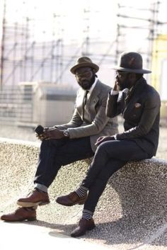 Saw these guys on the Sartorialist and loved their style. The Sartorialist, Mode Masculine, Masculine Energy, Masculine Style, Sharp Dressed Man, Well Dressed Men, Fashion Week, Mens Fashion, Fashion Hats