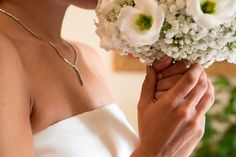 Smelling wedding bouquet #NelloDiCesarePhotography #bouquet #flowers #wedding #WeddingPlanner #smell