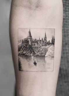 35 of the Best Architecture Tattoos or How To Have Your World on a Sleeve jaw-dropping architecture inspired tattoo © tattoo artist Dragon Art NYC 💕💕💕💕💕 Harry Tattoos, Movie Tattoos, Body Art Tattoos, Small Tattoos, Cool Tattoos, Sleeve Tattoos, Geek Tattoos, White Tattoos, Literary Tattoos