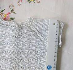 JERSEY DE PRIMERA POSTURA DE HILO BLANCO Material Hilo de algodón nº 8 color blanco puesto doble. Agujas de punto del nº 2,5 ... Crochet Baby, Crochet Top, Tricot Baby, Knitting For Kids, Diy And Crafts, Tops, Blog, Aurora, Fashion