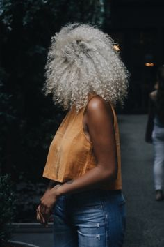 kassalaholdsclaw: photo by . Dyed Natural Hair, Pelo Natural, Natural Hair Tips, Natural Hair Styles, Silver Grey Hair, White Hair, Gray Hair, Curly Silver Hair, Black Silver