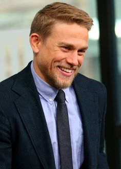 """Kristen Bell to the Girl Who Broke Charlie Hunnam's Heart: """"F*ck You"""""""