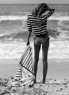 Love this shot! Think stripes on stripe is perfect for the beach | Stylish outfit ideas for fashionable women.