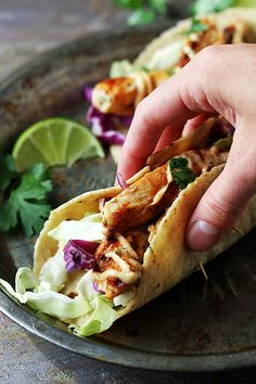 Easy Jamaican jerk chicken tacos, bursting with flavor and on the table in 20 minutes! These are perfect for busy weeknights! Sub plain greek yogurt for mayo to make it healthy Jerk Chicken, Jamaican Chicken, Healthy Chicken Tacos, Asian Chicken, Grilled Chicken, I Love Food, Good Food, Yummy Food, Traditional Food