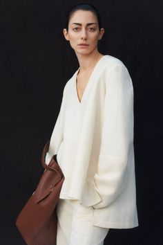 Co Pre-Fall 2020 Fashion Show Collection: See the complete Co Pre-Fall 2020 collection. Look 2 Tumblr Fashion, Fashion Week, Fashion 2020, Womens Fashion, Tim Walker, Fashion Show Collection, Couture Collection, Vogue Paris, Style Tumblr