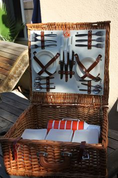 Beautiful Vintage Optima English Wicker Picnic by lifewithoz, $240.00