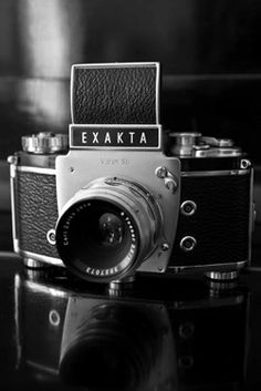 I want one of these cameras! They are so purtty!!! Exakta Varex IIB