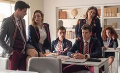 Looking for teen movies and Tv shows to watch on Netflix? Here are super exciting high school or college Netflix movies and series to watch in 2020 Series Españolas Netflix, Good Netflix Tv Shows, Films Netflix, Netflix Original Movies, Movies And Series, Movies And Tv Shows, Tv Series, College Movies, High School Movies
