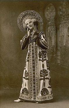 Anna Pavlova, a ballet dancer, wearing a Russian costume. Circa 1910 – 1911.