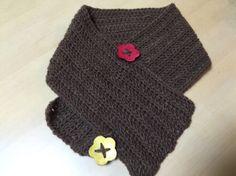 Crochet scarf かぎ針編みと木のボタン