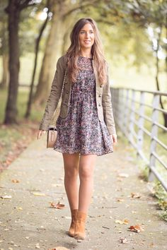 Looks de chica con botines marrones - Trendtation. Dressy Casual Outfits, Girly Outfits, Stylish Outfits, Casual Dresses, Cute Outfits, Autumn Look, Boho Fashion, Autumn Fashion, Fashion Outfits