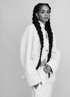 Model Poses Photography, Fashion Photography Inspiration, Hair Inspiration, Modeling Poses, Fashion Poses, Beauty Trends, Afro Hairstyles, Fashion Beauty, Natural Hair Styles