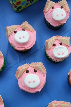 Pig Cupcakes - to go along with our Charlotte's Web movie event. These cute pig cupcakes are easier than they look. Turn your favorite cupcake into a farm-animal friend with just a few ingredients. Piggy Cupcakes, Monster Cupcakes, Mini Cupcakes, Peppa Pig Cupcake, Farm Animal Cupcakes, Coconut Cupcakes, Cheesecake Cupcakes, Barnyard Cupcakes, Cupcakes Kids