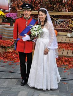 Pin for Later: The All-Time Best Celebrities in Pop Culture Costumes Prince William and Kate Middleton For the 2011 Today show Halloween bash, Matt Lauer dressed as Prince William while Ann Curry played Duchess Catherine.