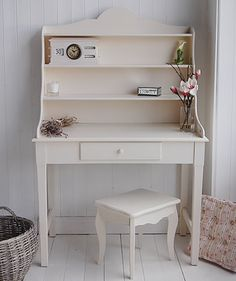 Hall White Cottage Furniture - Ideas on how to design and decorate a cottage hall for storage Cottage Hallway, Cottage Living, Hall Furniture, Painted Furniture, White Console Table, Coat Stands, White Desks, White Cottage