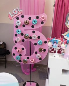 Yvelle of Make It Happen Events used our pink chiavaris for a one-of-kind LOL Surprise! themed Birthday in Harlem. Barbie Party, Doll Party, Surprise Party Decorations, Birthday Party Centerpieces, 6th Birthday Parties, Surprise Birthday, Jojo Siwa Birthday Cake, Birthdays, Party Ideas
