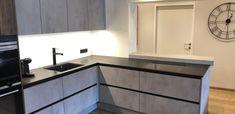 Betonoptik Küche mit Bar Corner Desk, Kitchen Cabinets, Furniture, Home Decor, Made To Measure Furniture, Custom Kitchens, Carpentry, Home Architect, Homes
