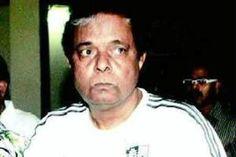 होली के मौके पर ऐक्टर सदाशिव अमरापुरकर ने जब कुछ लोगों द्वारा पानी की बर्बादी करने का विरोध किया तो उन लोगों ने उनके साथ मारपीट की।मुंबई में वर्सोवा स्थित सोसायटी में आरोपियों ने होली खेलने के लिए सुबह से ही रेन डांस का आयोजन किया था। मामले में पांच अज्ञात लोगों के खिलाफ एफआईआर दर्ज की गई है। दरअसल, सदाशिव अमरापुरकर के वर्सोवा स्थित फ्लैट के बगल वाली सोसायटी में कुछ लोगों ने सुबह से ही रेन डांस का आयोजन किया था। एक ओर महाराष्ट्र सूखे से परेशान है, दूसरी ओर पानी की ऐसी बर्बादी देखकर